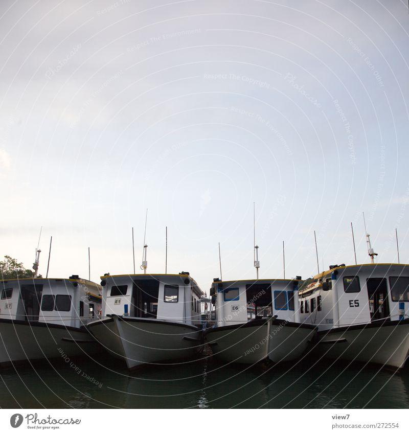 heimathafen Wasserfahrzeug Klima Tourismus Verkehr Beginn frisch authentisch ästhetisch Schönes Wetter einfach rein Hafen Schifffahrt Anlegestelle Wolkenloser Himmel Genauigkeit