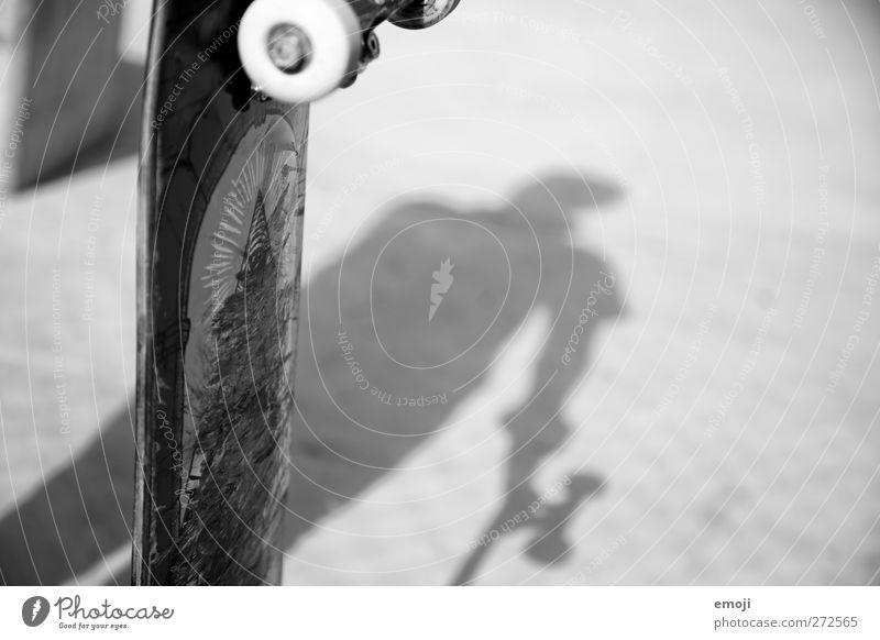 sk8 Freizeit & Hobby Skateboarding Sport 1 Mensch Beton Schwarzweißfoto Außenaufnahme Textfreiraum rechts Tag Licht Schatten Kontrast Silhouette