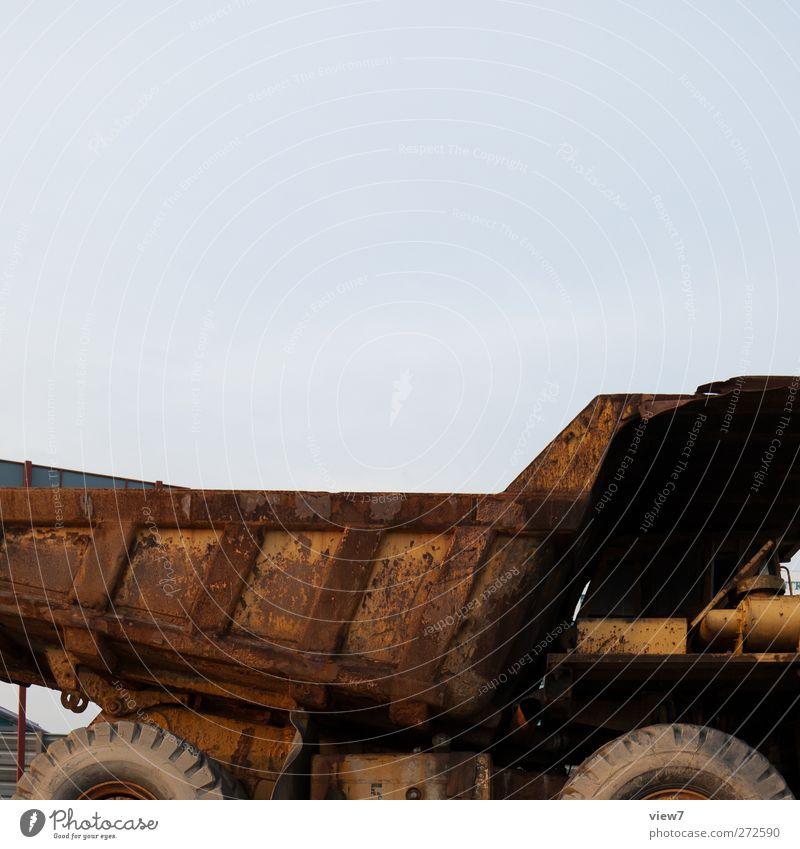 Truck alt Metall dreckig Verkehr authentisch Baustelle einfach Güterverkehr & Logistik Ende Gelassenheit Lastwagen Stahl Rost schäbig Maschine Fahrzeug