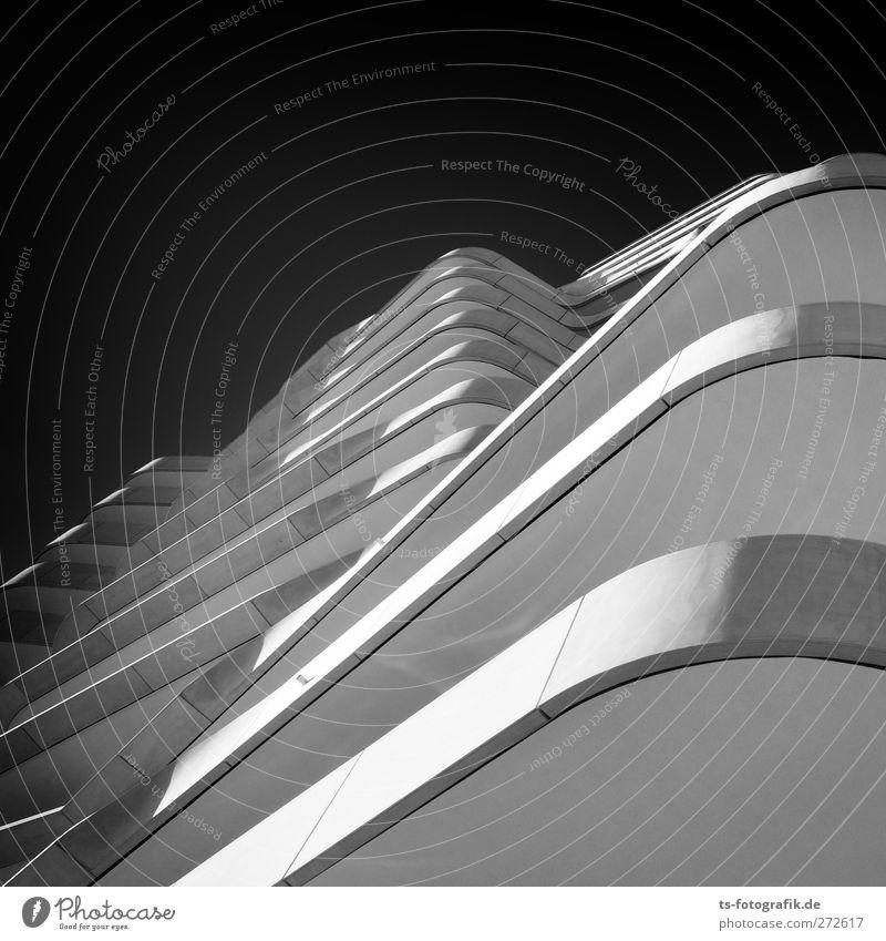 Black 'n' White in HH Stadt Haus Erotik Architektur Stein Gebäude Linie Fassade Beton Hochhaus ästhetisch Hamburg Häusliches Leben Aussicht Bauwerk Balkon