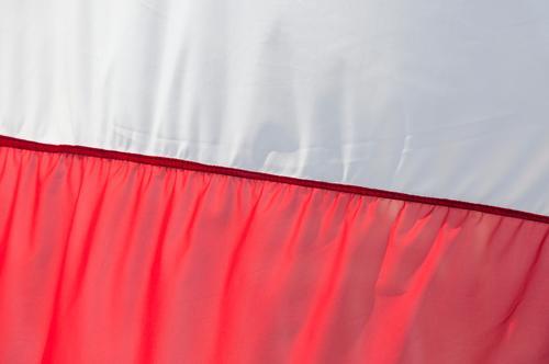 Jetzt geht's los! rot weiß Fahne Polen polnisch Stoff Naht Falte Faltenwurf Nationalflagge Farbfoto Außenaufnahme Menschenleer Textfreiraum oben