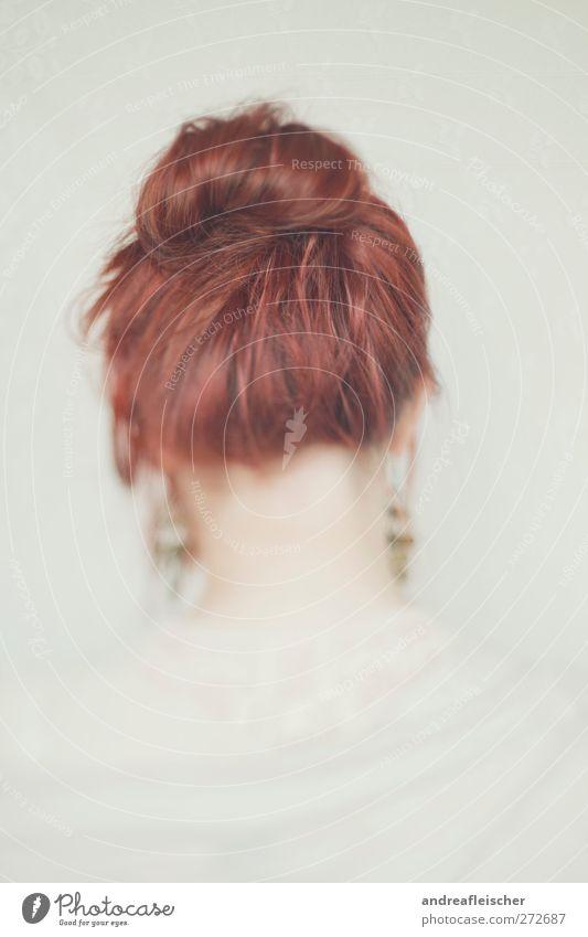 rotkopf feminin Junge Frau Jugendliche 1 Mensch 18-30 Jahre Erwachsene Accessoire Schmuck Ohrringe Haare & Frisuren rothaarig langhaarig Zopf ästhetisch Gefühle