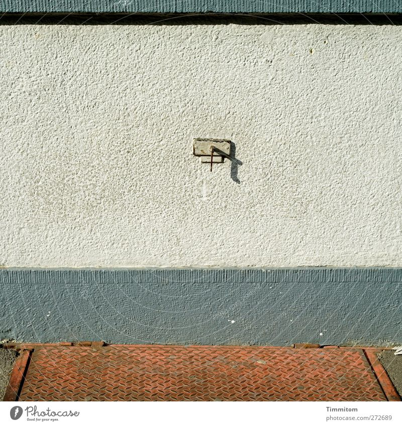 Karl in Monnem: ...? weiß schwarz Wand grau Mauer Stil Metall warten Beton beobachten einfach Vertrauen Rost Sehenswürdigkeit Haken Klappe