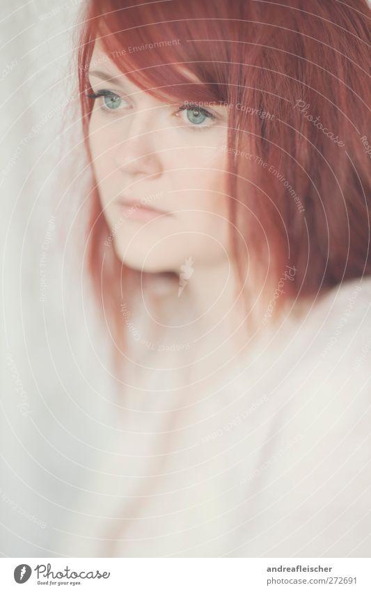 rotkopf feminin Junge Frau Jugendliche Erwachsene 1 Mensch 18-30 Jahre rothaarig langhaarig Scheitel Pony Gefühle Stimmung ästhetisch ruhig zart Romantik