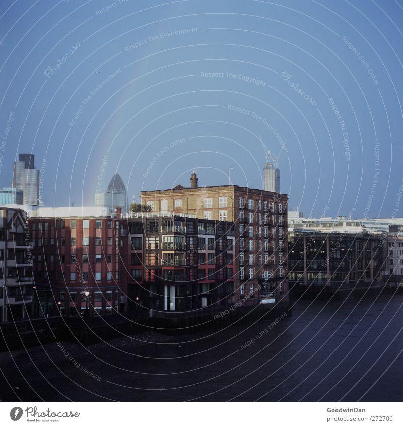 After the storm. London Themse Stadt Hauptstadt Stadtzentrum Skyline Brücke Ferne kalt nass Stimmung Farbfoto Außenaufnahme Menschenleer Tag Licht
