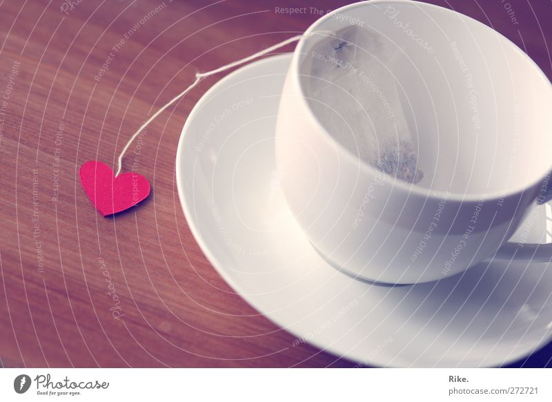 Mit Herz. Getränk Heißgetränk Tee Lifestyle Freizeit & Hobby Tisch Tasse Porzellan Geschirr Teebeutel Erholung genießen Liebe schön Kitsch rot Verliebtheit