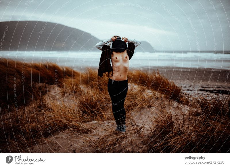 Nature Frau Mensch Himmel schön Landschaft Erotik Wolken Einsamkeit Berge u. Gebirge Lifestyle Erwachsene Herbst feminin Wiese Küste