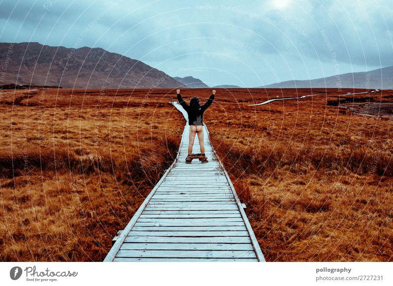 Ass Mensch Himmel Ferien & Urlaub & Reisen Natur Mann Landschaft Wolken Ferne Berge u. Gebirge Lifestyle Erwachsene Herbst Umwelt Wege & Pfade Wiese Stil