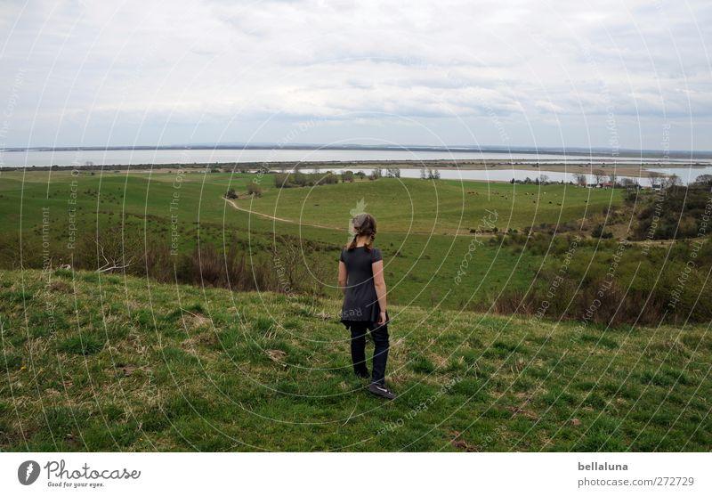 Hiddensee | Schöne Aussichten Mensch Kind Mädchen Kindheit Leben 1 8-13 Jahre Umwelt Natur Landschaft Wasser Himmel Wolken Frühling Hügel Ostsee Meer Insel