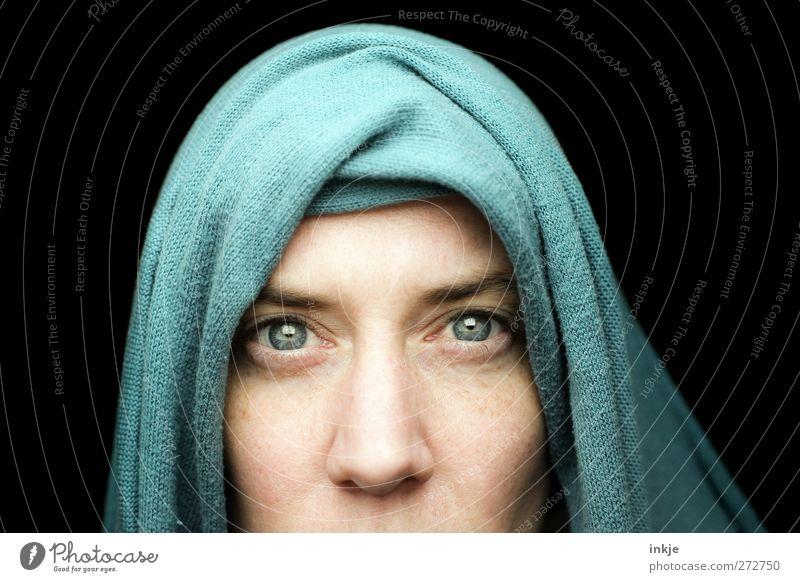 Seeing is believing? Frau blau dunkel schwarz Gesicht Erwachsene Auge Leben Gefühle Religion & Glaube Lifestyle außergewöhnlich Stimmung Schutz Glaube nah