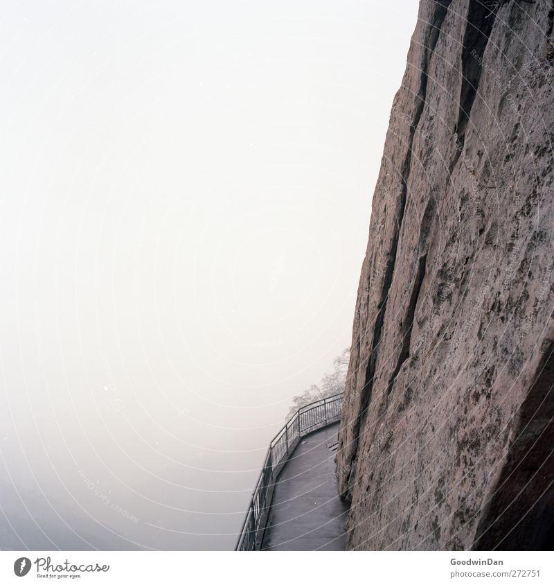Into the wilderness. Natur Winter Ferne Umwelt Berge u. Gebirge Stimmung Wetter Klima wild groß frei Schönes Wetter Unendlichkeit Schlucht