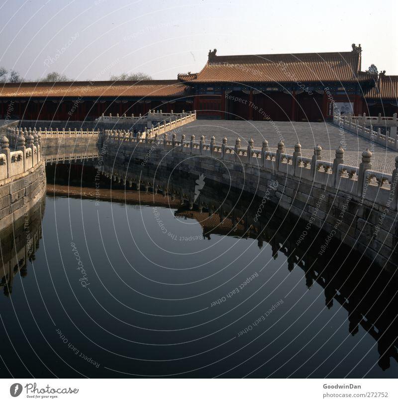 forbidden. Verbotene Stadt Peking China Haus Mauer Wand Fassade schön Wärme Farbfoto Außenaufnahme Menschenleer Tag Licht Schatten Starke Tiefenschärfe Totale