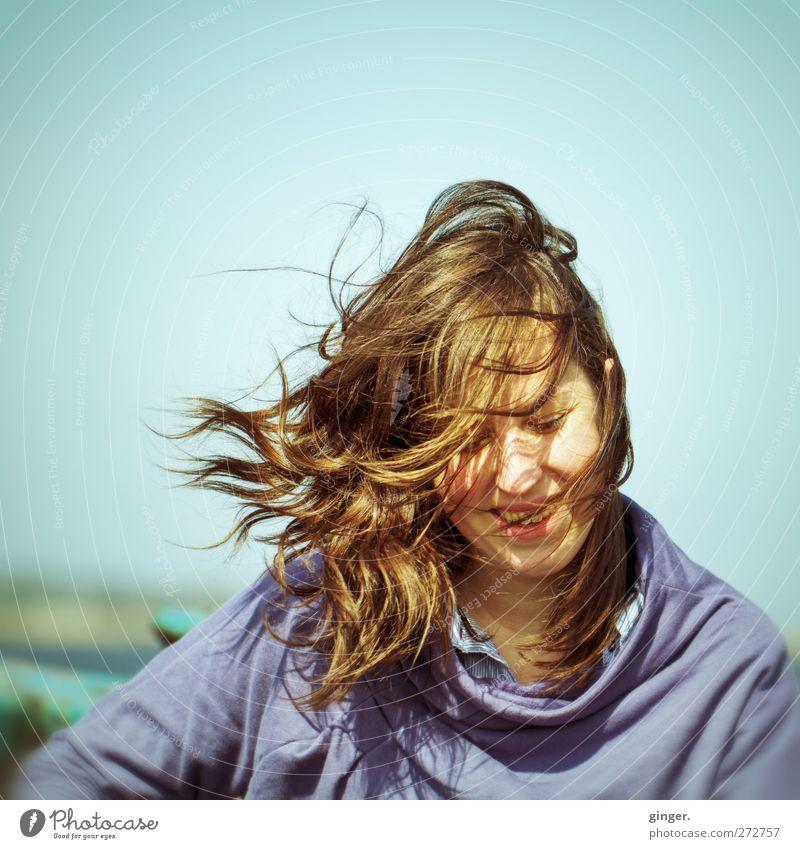 Hiddensee | Natural Woman Mensch feminin Junge Frau Jugendliche Leben Haare & Frisuren Gesicht 1 18-30 Jahre Erwachsene fliegen Lächeln lachen Wind zerzaust