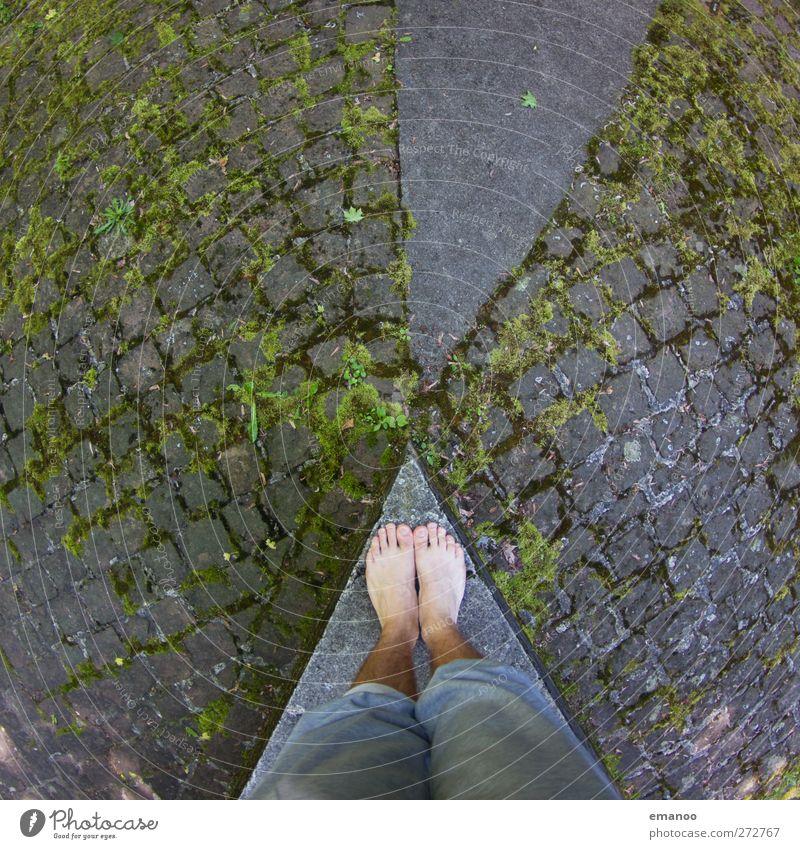 Spitzel Mensch grün Stadt Straße Architektur grau Fuß Linie Park maskulin hoch Platz Beton stehen Bodenbelag Ecke