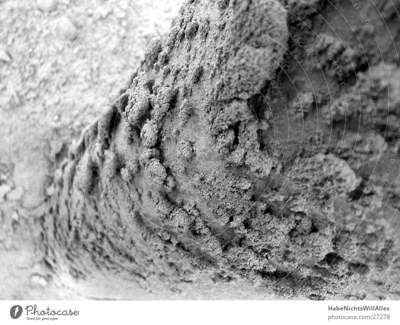 Sandschuppen Kieswerk Industrie Schwarzweißfoto Strukturen & Formen Perspektive Pfosten Scheune