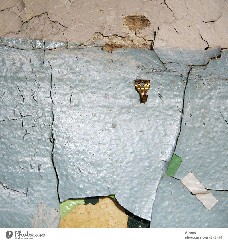 Hier fehlt ein Bild Menschenleer Haus Ruine Gebäude Mauer Wand Metall Kunststoff Zeichen hängen alt kaputt blau braun gold weiß Verfall Vergänglichkeit