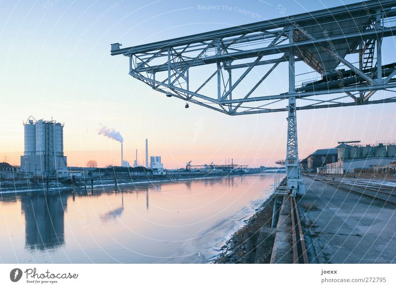 Sprungbrett Energiewirtschaft Kohlekraftwerk Wasser Himmel Wolkenloser Himmel Winter Schönes Wetter Eis Frost Industrieanlage Hafen blau gelb orange schwarz