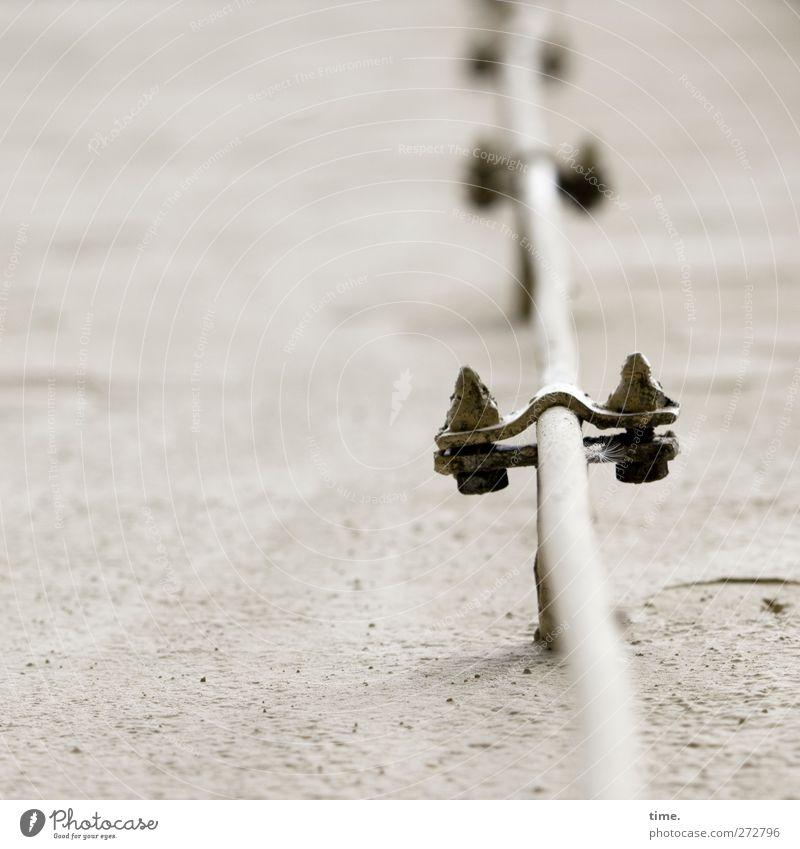 :|: Technik & Technologie Energiewirtschaft Mauer Wand Kabel fest hoch anstrengen Kontrolle Risiko Dienstleistungsgewerbe Sicherheit Stadt Wege & Pfade Mörtel