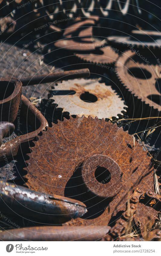 Metallmaschinenteile und -werkzeuge Hintergrundbild Werkzeuge kaputt Schaden Eisen alt Produktion Verlassen Verwesung Rost Mechanismus Stahl Industrie