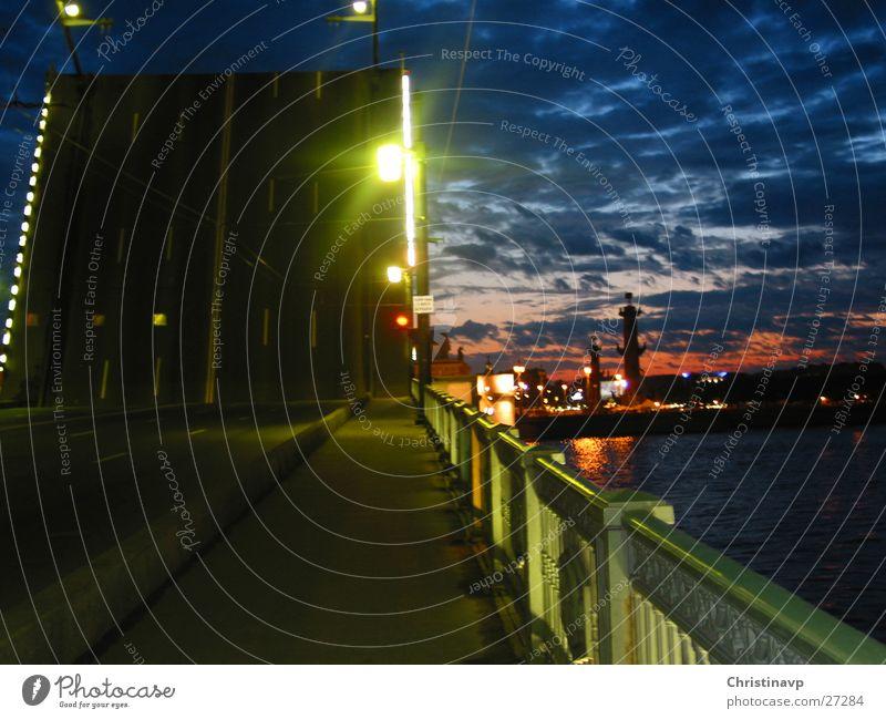 nach Mitternacht Nacht Licht grün Lampe Brücke Himmel Fluss Straße Russland St. Petersburg