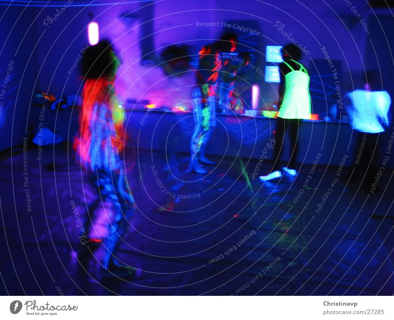 Trancedance1 Rausch Körpermalerei Party Licht Neonlicht mehrfarbig Nacht Nachtleben Langzeitbelichtung Tanzen blau
