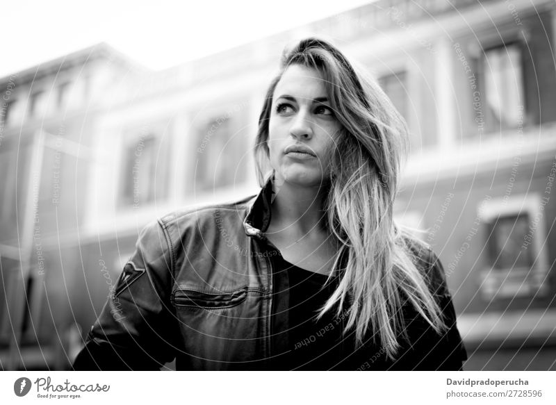 junge nachdenkliche Frau auf der Straße Erwachsene Einsamkeit attraktiv Hintergrundbild schön Fahrrad Motorradfahren schwarz