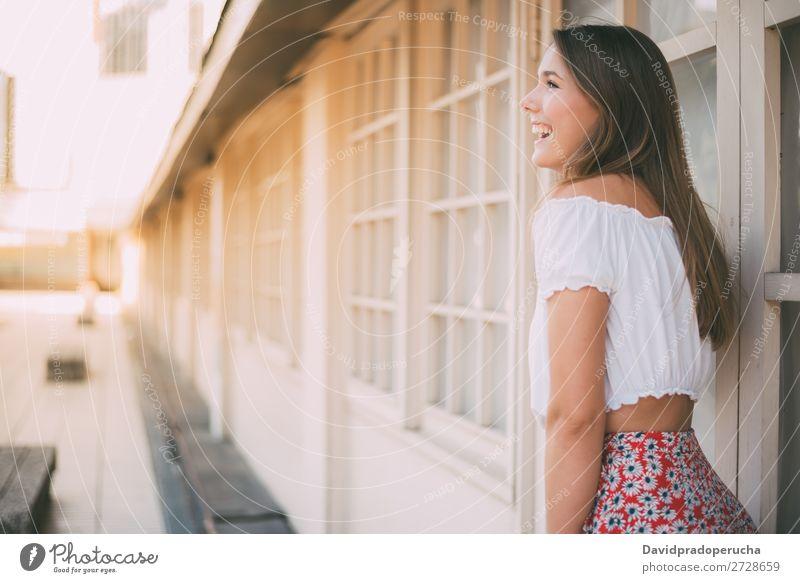 Fröhlich schöne junge Frau blond Lächeln Mode Model Glück rot Jugendliche