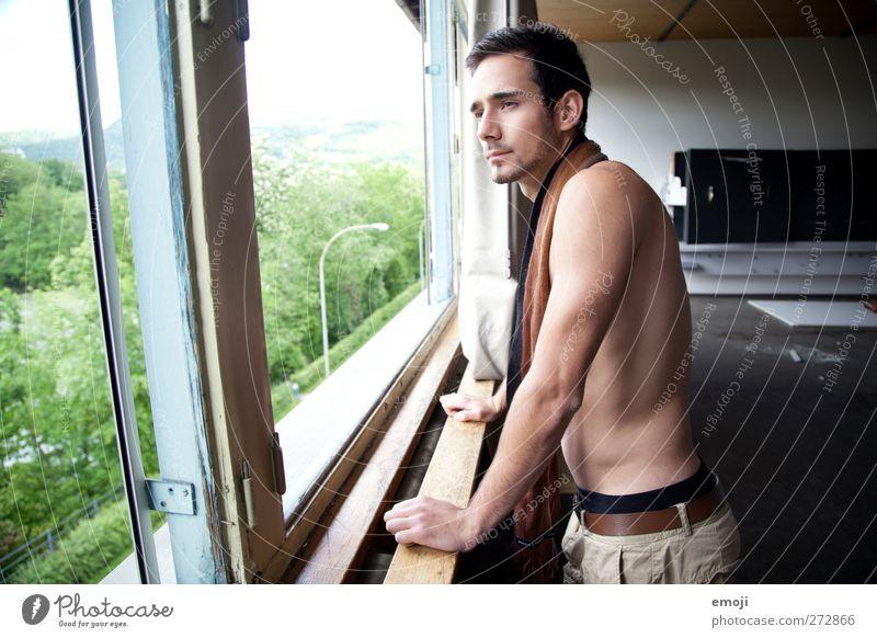 hier und jetzt maskulin Junger Mann Jugendliche 1 Mensch 18-30 Jahre Erwachsene Mode Schal ästhetisch sportlich schön muskulös Erotik Nackte Haut nackt Fenster