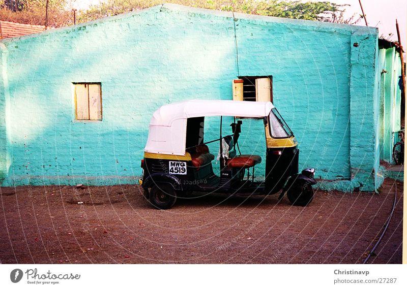 Riksha1 Indien türkis Fahrzeug Mobilität Parkplatz Pause Taxi Verkehr Ferien & Urlaub & Reisen Tuc-Tuc