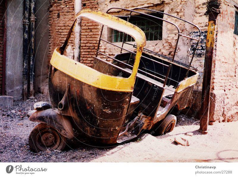 Riksha2 Verkehr Güterverkehr & Logistik kaputt Rost Indien Fahrzeug Taxi Schrott Schiffswrack