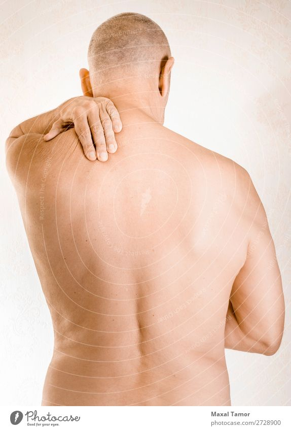 Mann, der an trapezförmigen Muskelschmerzen leidet. Körper Gesundheitswesen Krankheit Medikament Massage Mensch Erwachsene Hand muskulös Schmerz Stress