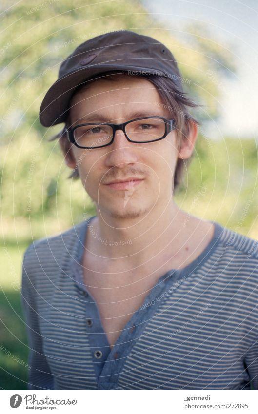 ab jetzt gennadi+ Mensch maskulin Junger Mann Jugendliche Erwachsene Gesicht 18-30 Jahre Kopfbedeckung Brille Bart Dekolleté gestreift blau Glück grün