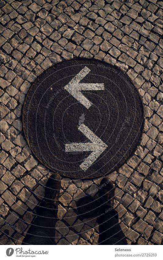 Richtungswechsel Beine Fuß 1 Mensch Schuhe Zeichen Schriftzeichen Schilder & Markierungen Hinweisschild Warnschild Verkehrszeichen Linie Pfeil Bewegung Beginn