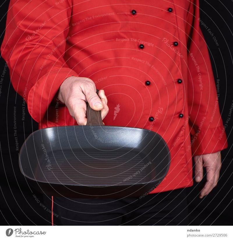 Koch mit einer leeren quadratischen schwarzen Bratpfanne Topf Pfanne Küche Restaurant Beruf Mensch Mann Erwachsene Hand Bekleidung Metall neu rot Gußeisen