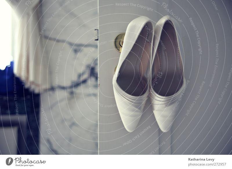 Hochzeitssaison Reichtum elegant Stil schön Wohnung Traumhaus Raum Bad ausgehen Feste & Feiern Schuhe Damenschuhe seriös feminin blau grau weiß Vorfreude
