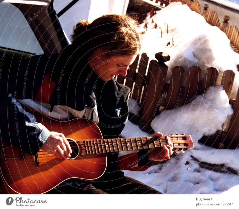 guitar and snow Mensch Sonne Winter Schnee Musik Gitarre