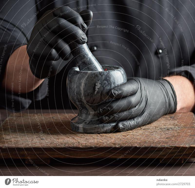 Koch in schwarzen Latexhandschuhen Kräuter & Gewürze Tisch Küche Arbeit & Erwerbstätigkeit Werkzeug Mensch Mann Erwachsene Hand Handschuhe Stein Holz machen