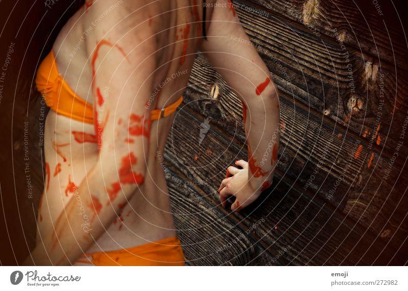 bodypainting Mensch Jugendliche feminin Junge Frau Kunst orange Show Veranstaltung Bikini Künstler Maler Körpermalerei Nackte Haut
