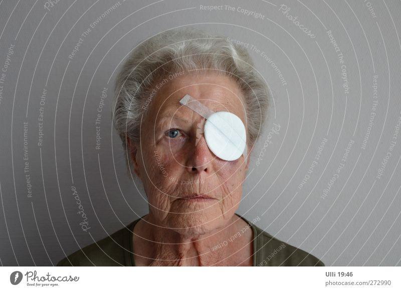 Hoffnung..... Wird schon werden........ Gesicht Mensch feminin Weiblicher Senior Frau Großmutter Auge 1 60 und älter grauhaarig Blick authentisch Krankheit