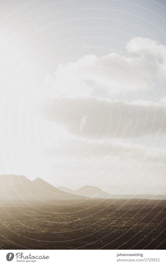 lanzarote Himmel Ferien & Urlaub & Reisen Natur Sommer Wolken Einsamkeit ruhig Reisefotografie Ferne schwarz Umwelt wandern Linie Insel leer einzeln