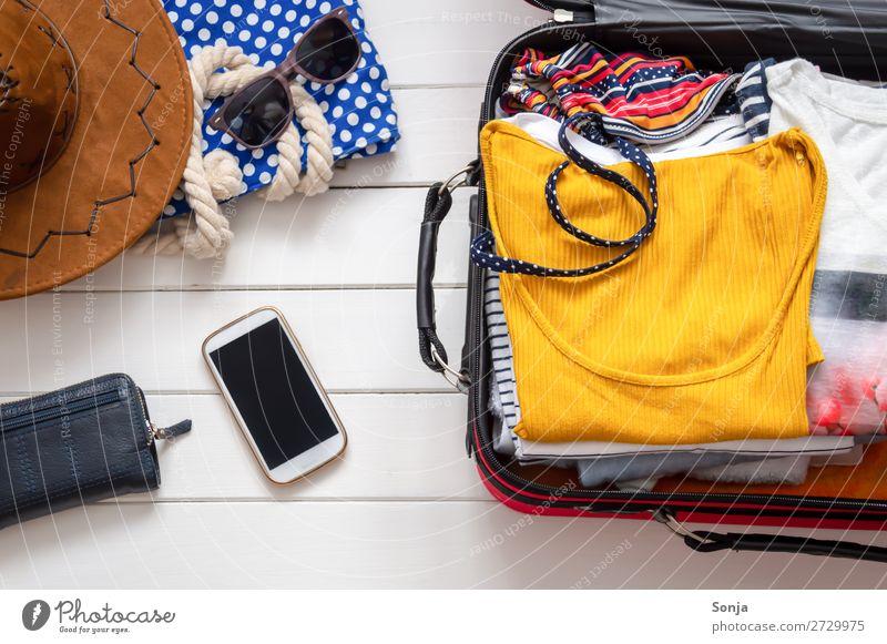 Gepackter Koffer für den Stranurlaub Lifestyle Ferien & Urlaub & Reisen Tourismus Abenteuer Ferne Sommer Sommerurlaub Sonne Strand Meer Handy