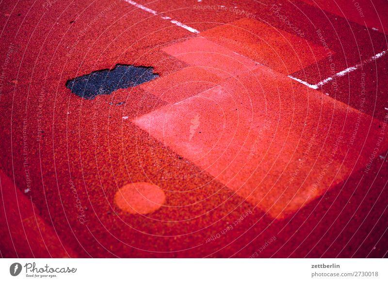 Spielplatz Reparatur Fußballplatz Flickzeug Fleck Strukturen & Formen repariert Linie Schilder & Markierungen Sanieren Schaden Spielfeld Kinderspiel Spielfreude