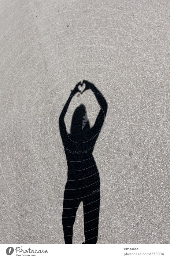 herzig Lifestyle Stil Freude Mensch feminin Junge Frau Jugendliche Erwachsene Körper 1 Zeichen Herz Liebe stehen schön Zusammensein Verliebtheit Partnerschaft
