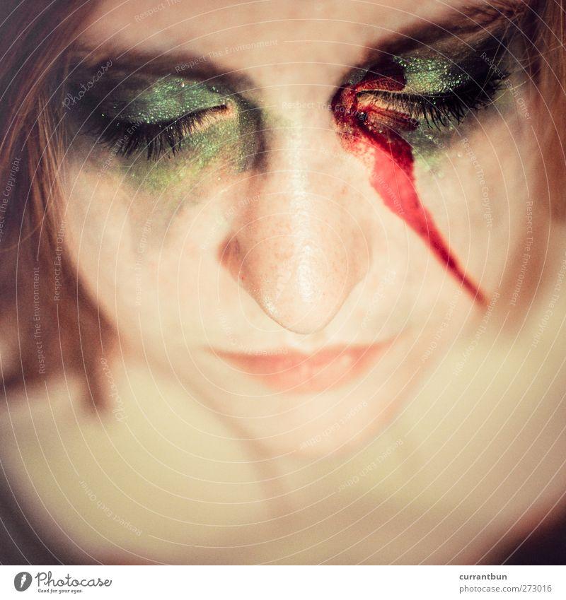 venustransit feminin Junge Frau Jugendliche Gesicht Auge Nase 1 Mensch 18-30 Jahre Erwachsene ästhetisch Erotik weich grün Schminke Blut Farbfoto Innenaufnahme