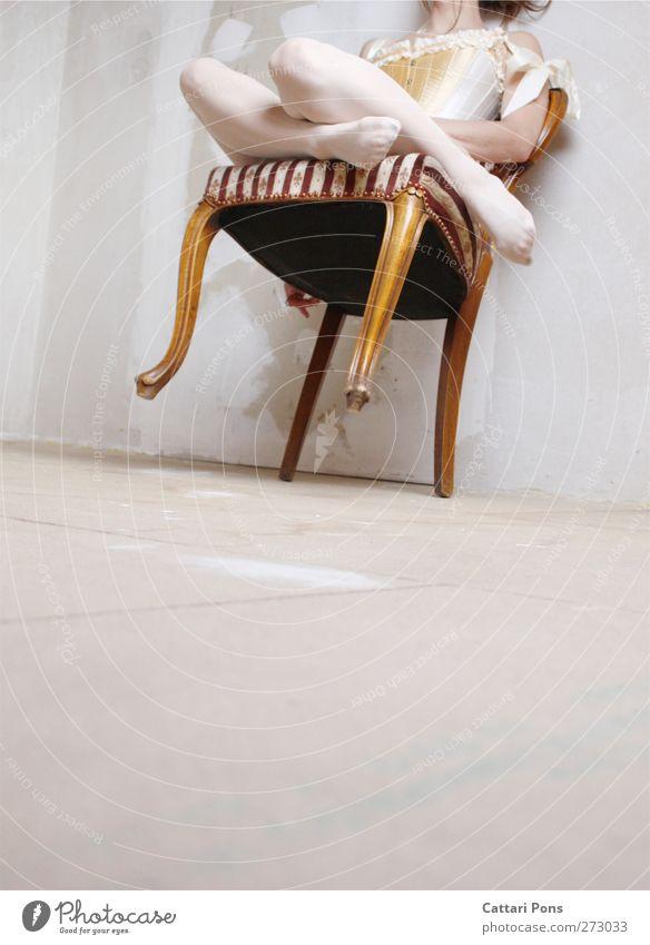 dancing in her mind Mensch Frau Jugendliche Erwachsene feminin hell Körper sitzen elegant 18-30 Jahre Bekleidung einzigartig Stoff Stuhl weich Kitsch