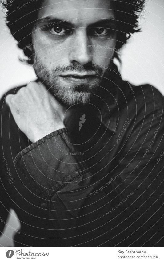 John Stil Mensch maskulin Junger Mann Jugendliche Erwachsene Leben 1 18-30 Jahre Hemd schwarzhaarig kurzhaarig Bart Dreitagebart träumen Traurigkeit ästhetisch