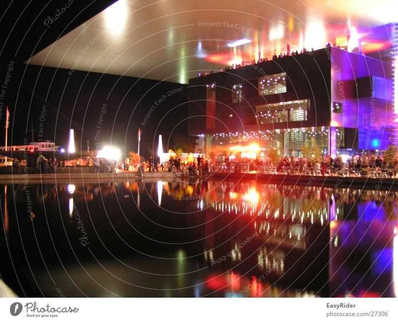 Reflektion Licht Gebäude See Luzern Kulturzentrum Dach Architektur reflektion Messe kkl Jean Nouvel blue ball Musikfestival