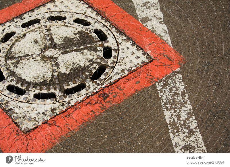 Gulli Stadt Stadtzentrum Verkehr Straße Wege & Pfade alt Gully Schilder & Markierungen Farbstoff umrandet Linie Farbfoto mehrfarbig Außenaufnahme Nahaufnahme