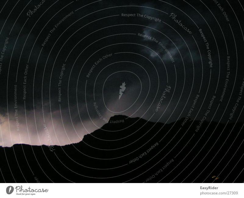 Blitz im Gebirge Himmel Wolken Lampe Berge u. Gebirge