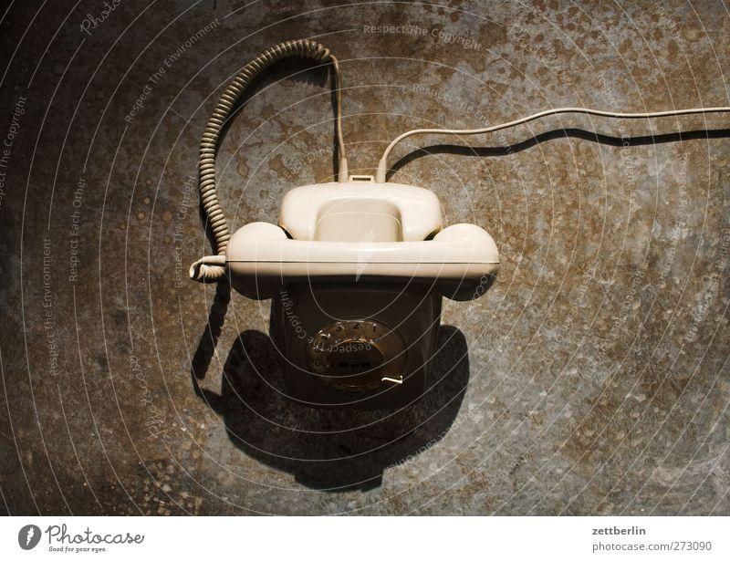 Telefon Büroarbeit Medienbranche Werbebranche Telekommunikation Informationstechnologie alt Apparatur Wählscheibe klassisch Verbindung Farbfoto Gedeckte Farben